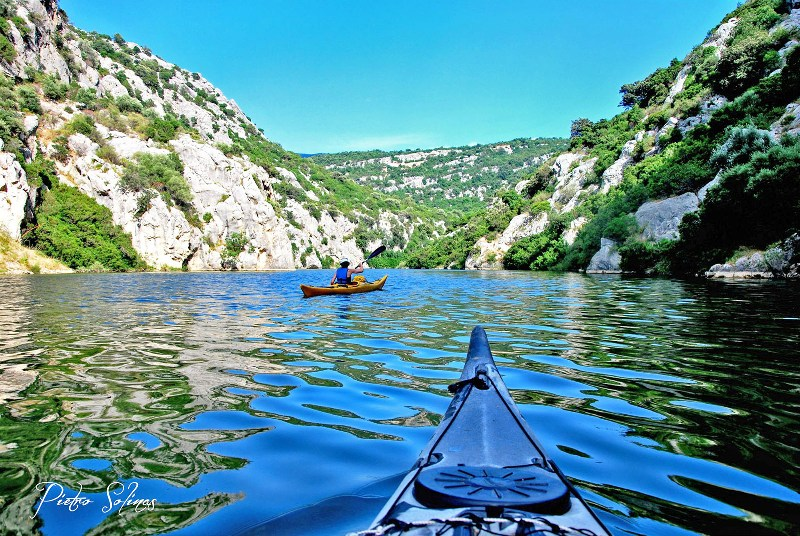 Excursion by kayak in the lake Cedrino