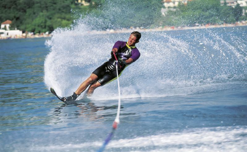 Acrobatic Water Skiing